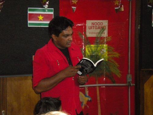 Schrijver boek Yorka Torie 1 voor 12 Suriname Familienieuws