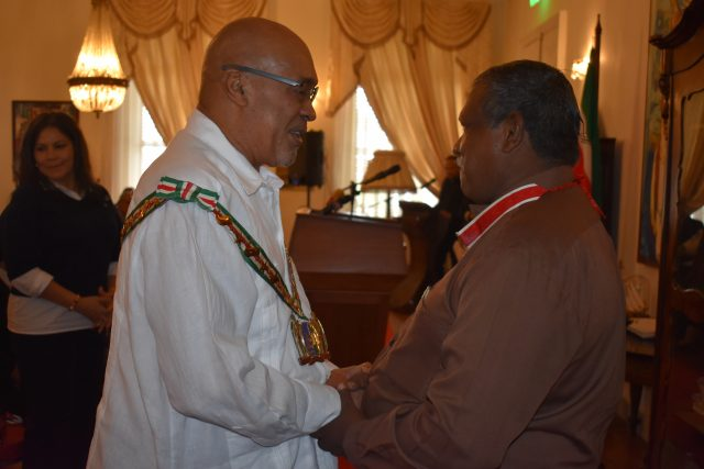 Suriname Onderscheiding Sarramacca Surinamers FamilieNieuws Bouterse