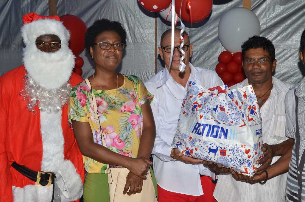 1 voor 12 kerst viering Suriname FamilieNieuws