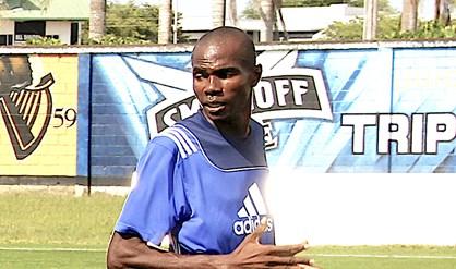 Arbiter Earl Banjo heeft aangifte gedaan tegen spelers en fans van Leo Victor. Na de wedstrijd tegen Walking Boyz Company zou hij zijn geslagen en bedreigd Suriname voetbal FamilieNieuws