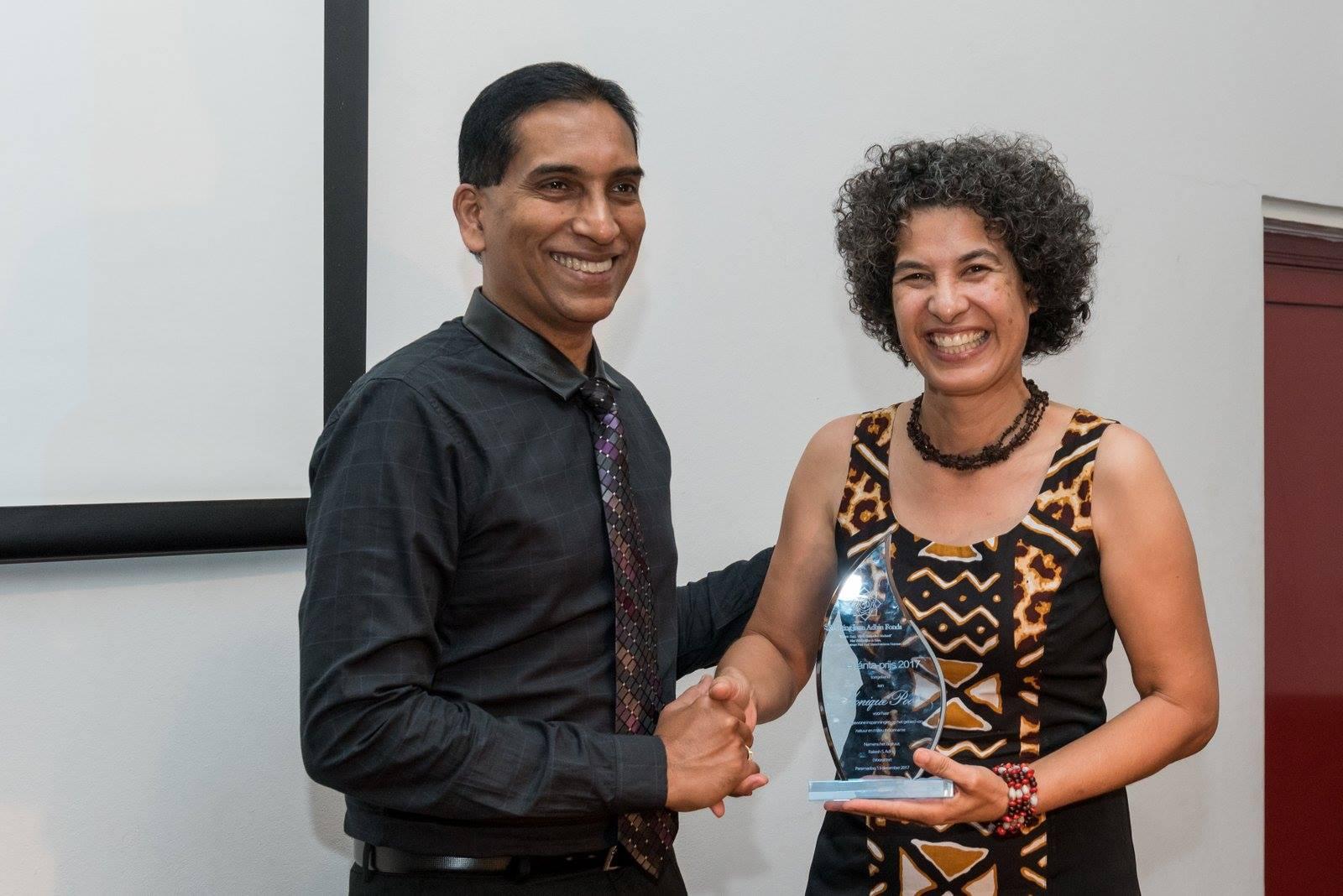 FamilieNieuws prijs Suriname Monique Pool