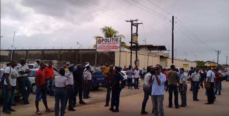 politie Suriname FamilieNieuws staken
