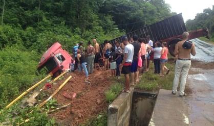 truck ongeval Suriname FamilieNieuws