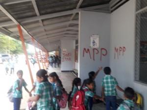 Vandalisme Sheoratanschool FamilieNieuws Suriname school