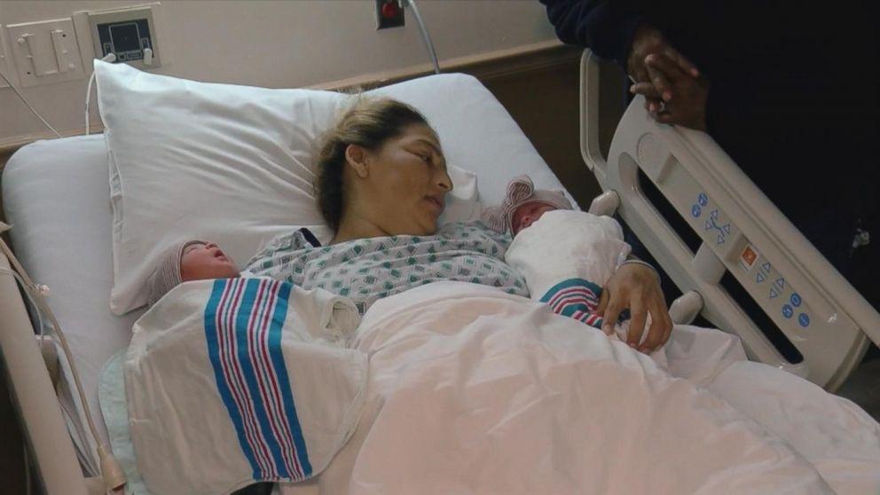 tweeling geboren FamilieNieuws buiteland