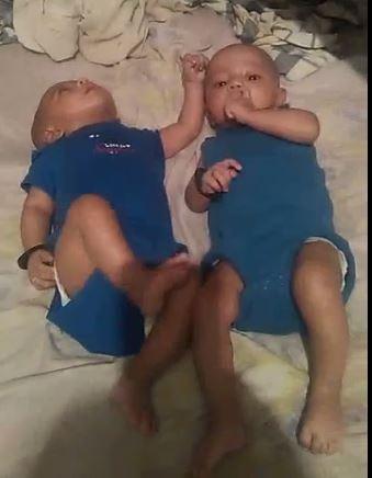 tweeling van Mala FamilieNieuw Suriname Anoniem hulp gezocht