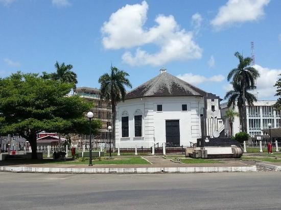 kerkplein Paramaribo