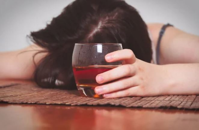 Suriname vrouw dronken