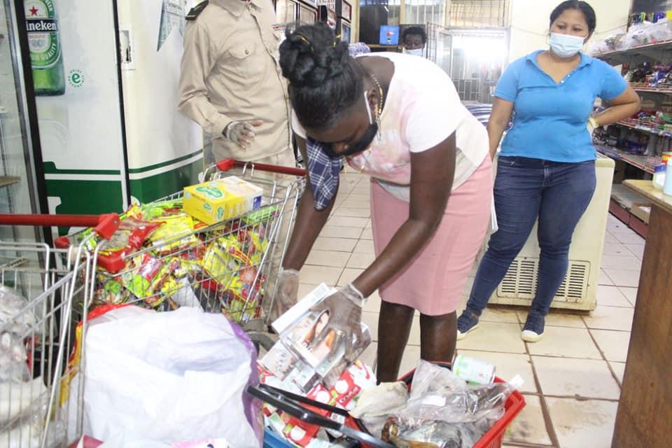 supermarkt Moengo