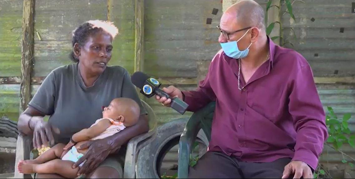 Video – 19-jarige moeder laat baby zonder eten achter – 1 voor 12 Suriname