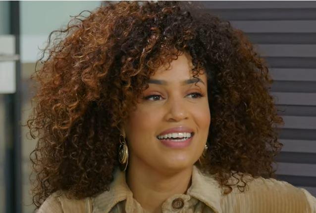Sharon Doorson is een zangeres met gouden platen, actrice en sinds vorig jaar zangschool eigenaar