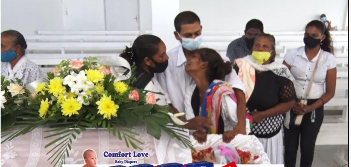 Video – Het afscheid van de 2-jarige Arohi in Suriname