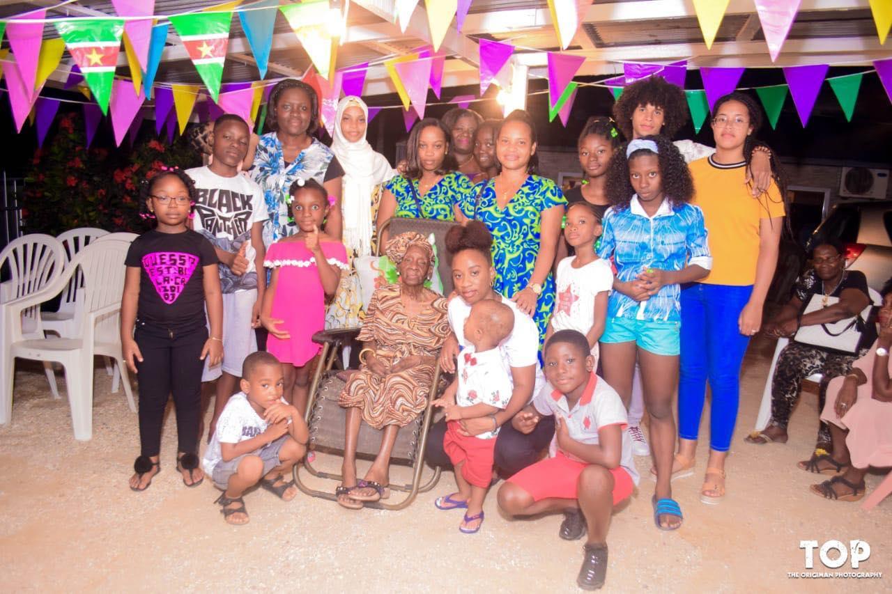 Elstak - Glader Macnack Suriname Paramaribo 1