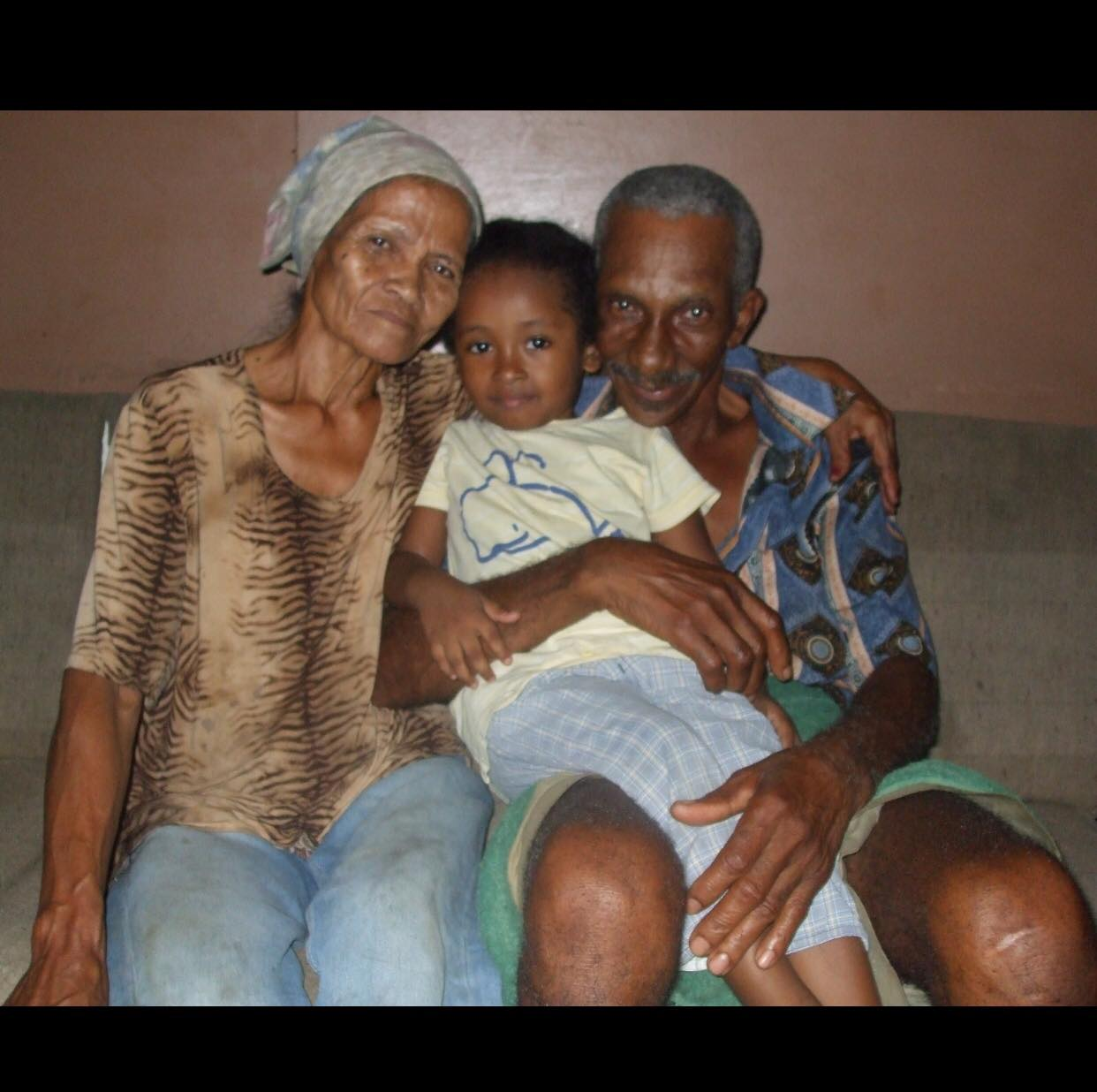 Oma Lien Commewijne Suriname oso dresi