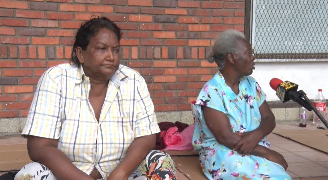 """Video – Ze zwerven op straat in Paramaribo – """"Ik voel me niet veilig"""""""