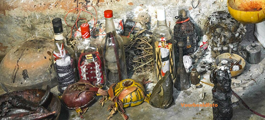 voodoo Suriname Surinaamse politie man