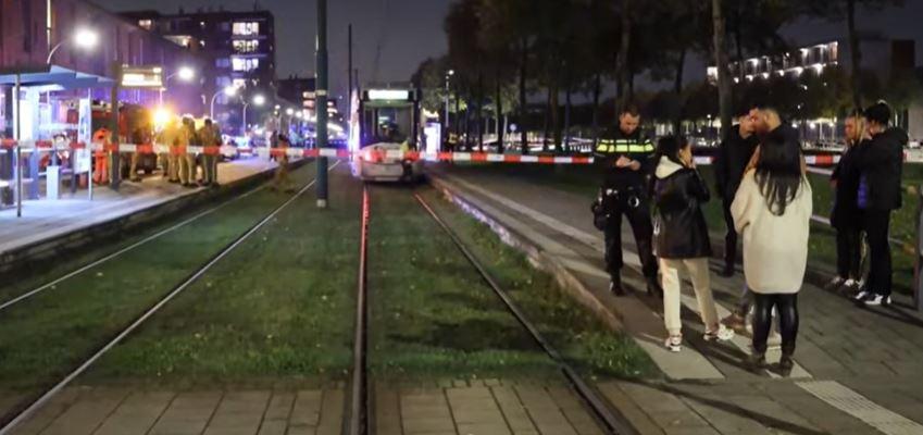 Video – Man voor de tram geduwd door 3 donkere jongens in Nederland